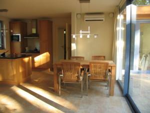 Foto van de eettafel van vakantiehuisje PrimaPlek in Bladel